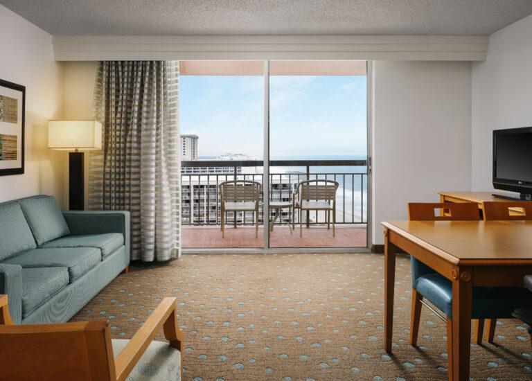 myrtle_beach_embassy_suites_1911_living_rooom